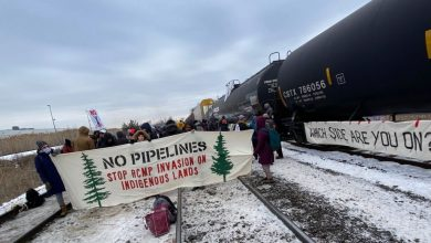 Photo of CN Rail forced to lay off employees as anti-pipeline protests continue