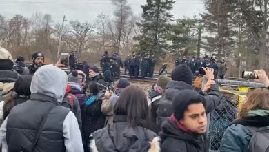 Photo of BREAKING: Police and anti-pipeline blockaders face off in Toronto