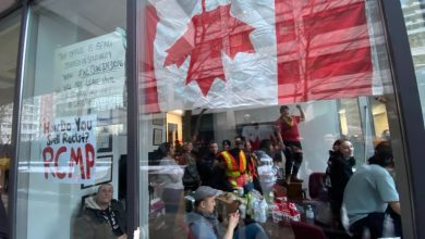 Photo of BREAKING: Anti-pipeline protestors occupy Liberal MP's Toronto office
