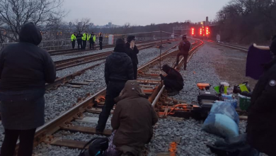 Photo of GO trains cancelled as protestors erect blockades on Toronto-area tracks