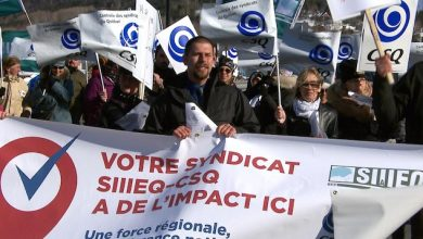 Photo of SIIEQ protest denouncing too slow negotiations with Quebec